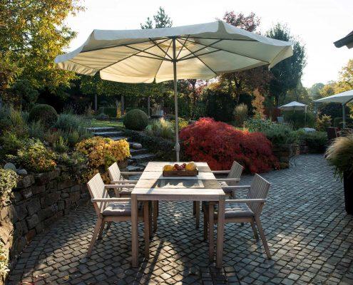 Hanggarten Terrasse Naturstein