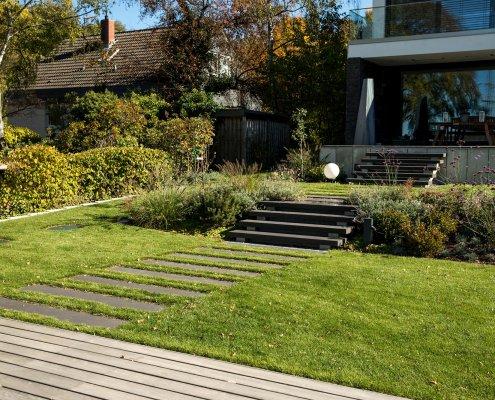 Gartentreppe und Gartenterrasse
