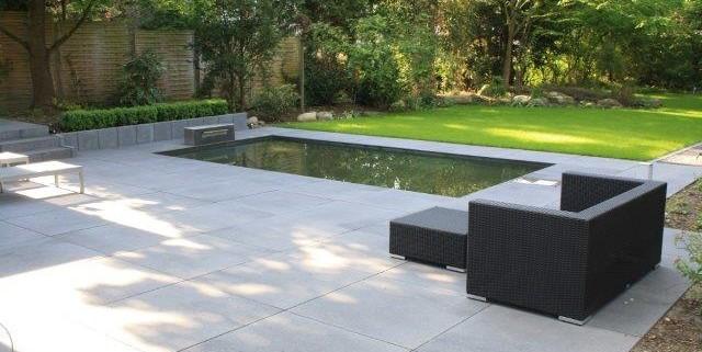 großformatige Betonplatten für die Terrassengestaltung