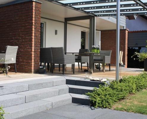 Terrasse Betonplatten und Ipe Holz
