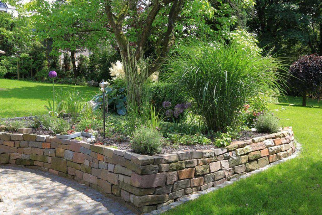 hanggarten wasserlauf hausgarten wuppertal trockenmauer gestalten ideen