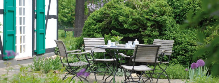 Bei der Gestaltung von Naturgärten spielen Pflanzen eine besondere Rolle