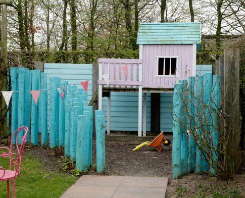 Spielplatz für Kinder im Garten